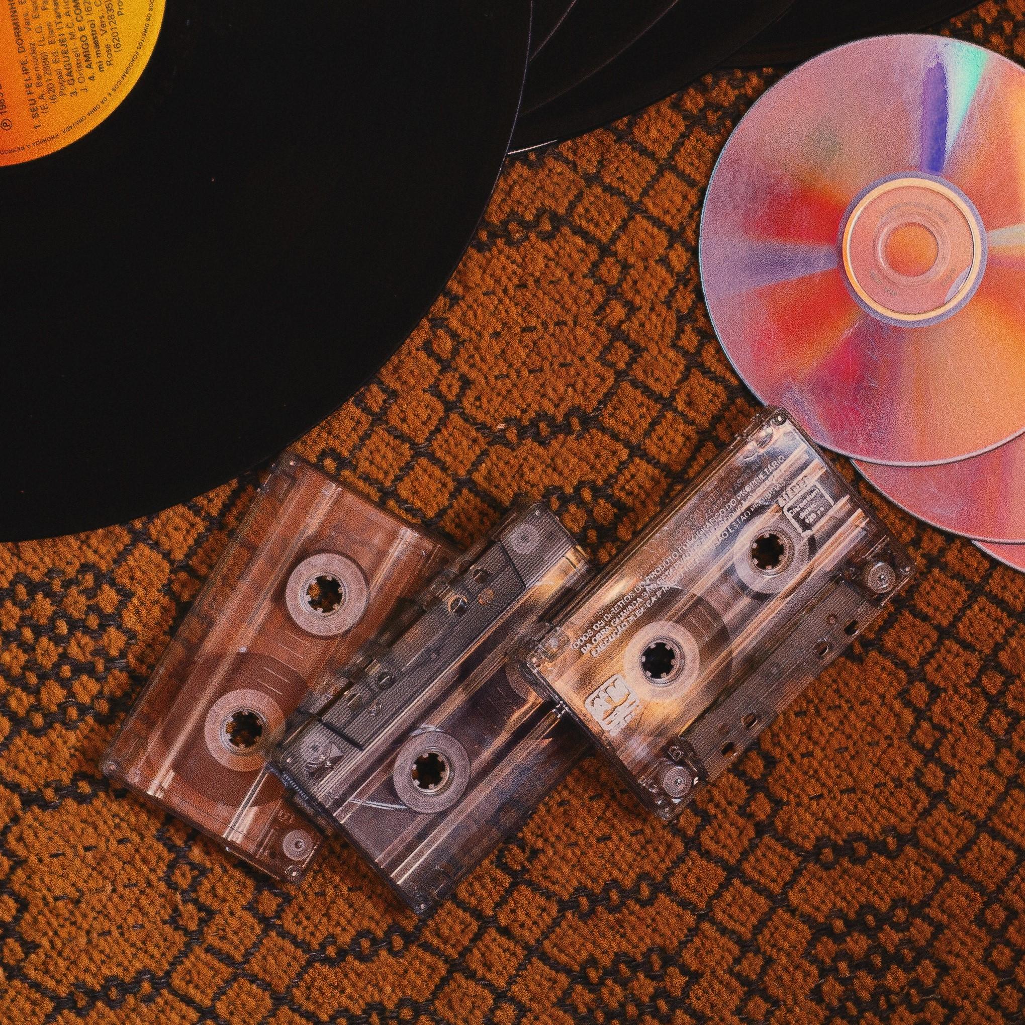 Mised mdeia: vinyl, CD and cassette tape